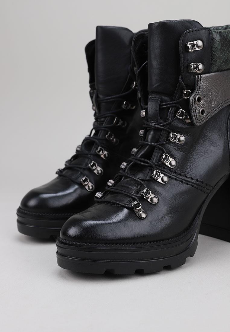 mjus-570207-negro