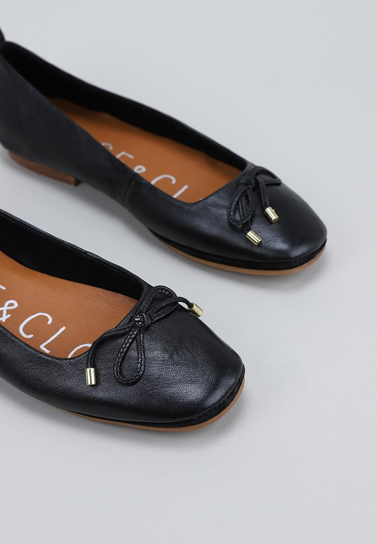 musse-&-cloud-sarita-negro
