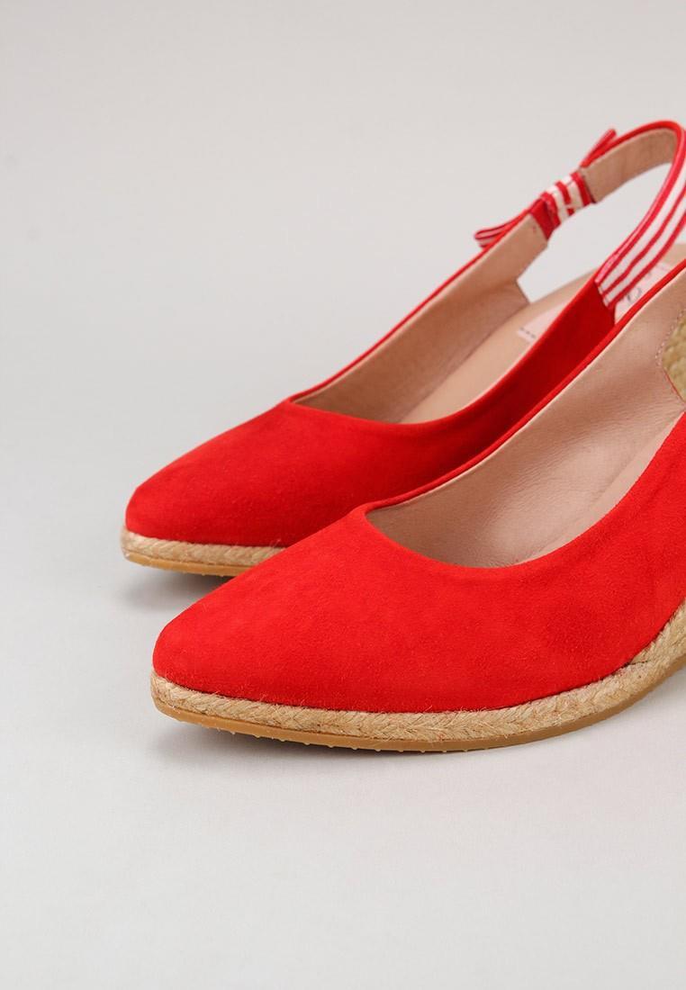 gaimo-taylor--rojo