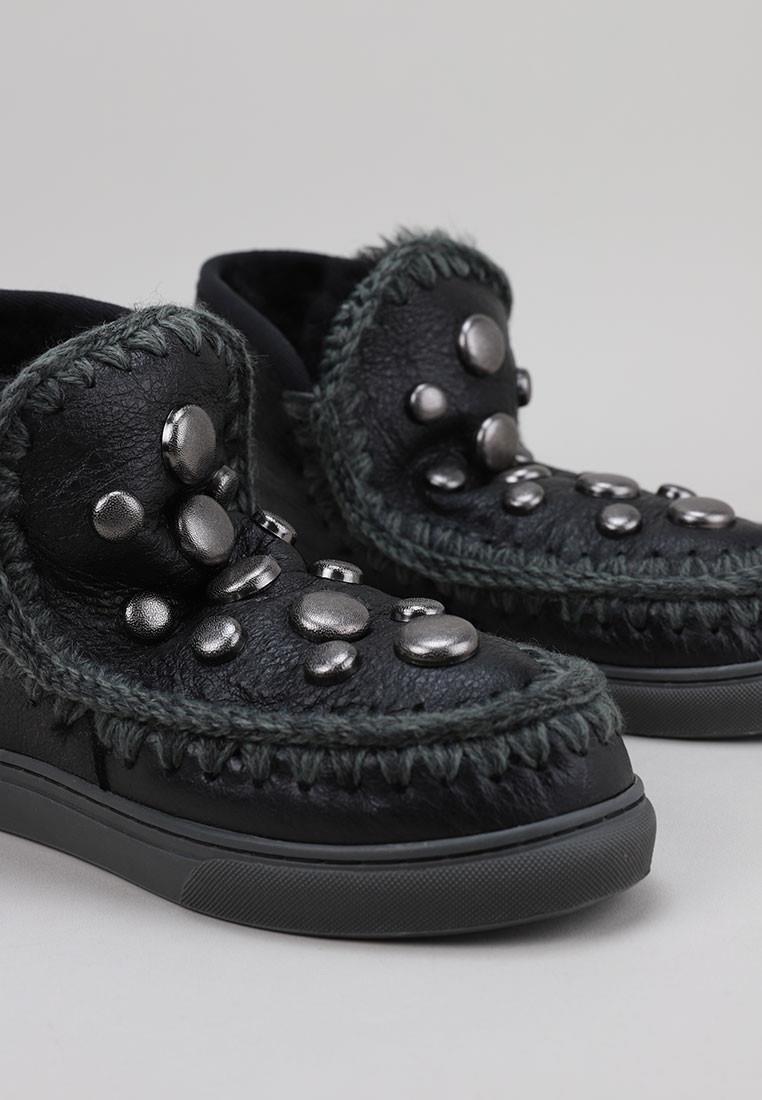 mou-sneaker-round-studs-(-logo)-negro