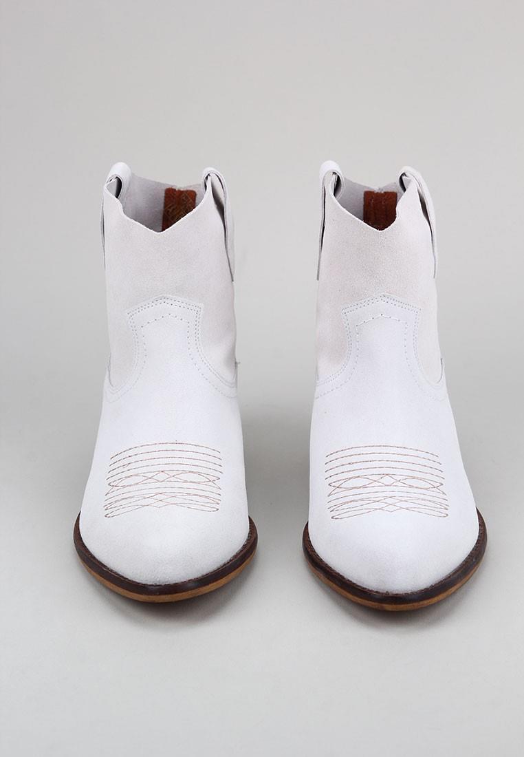 zapatos-de-mujer-bryan-stepwise-caliope-bordado