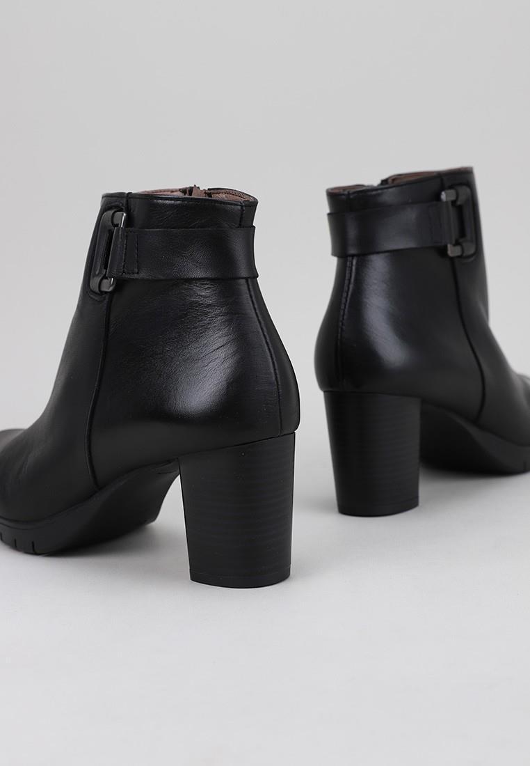 botines-tacon-sandra-fontán-negro
