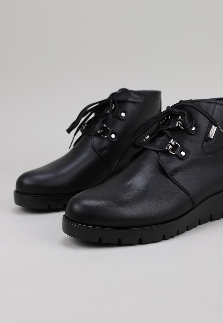 callaghan-17402-negro