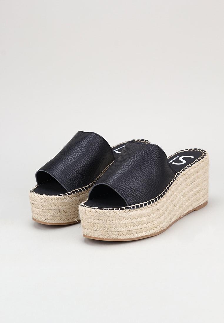 senses-&-shoes-carmen