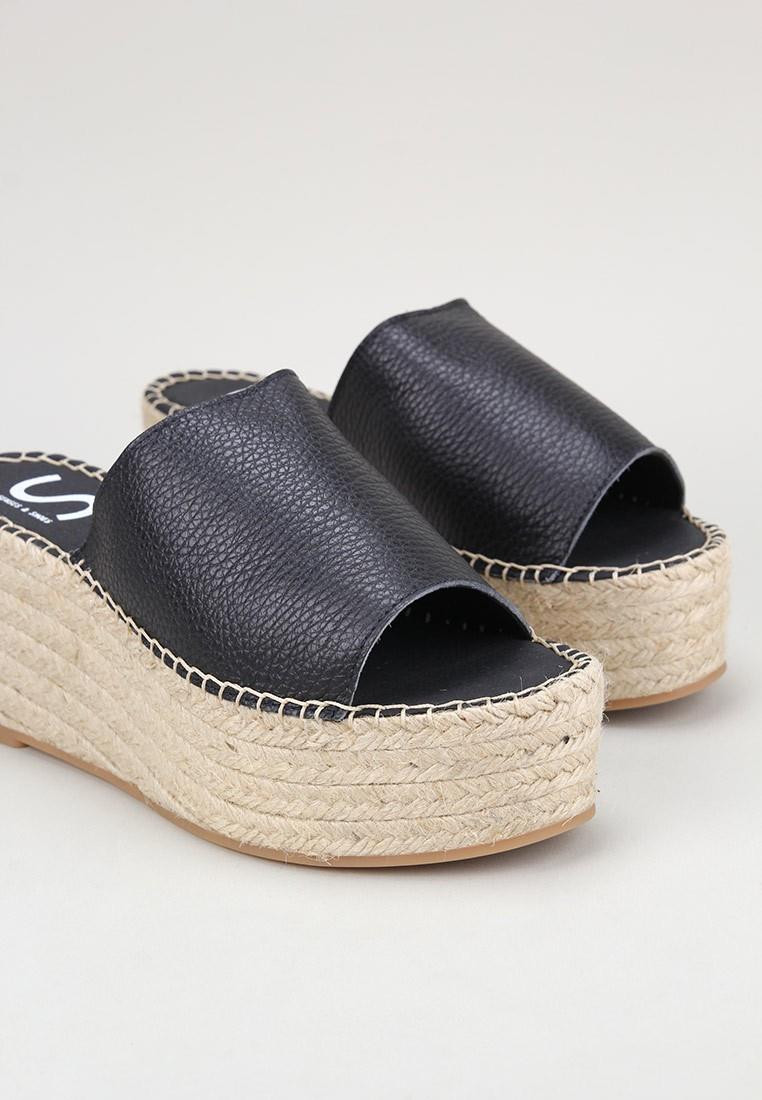 senses-&-shoes-carmen-negro